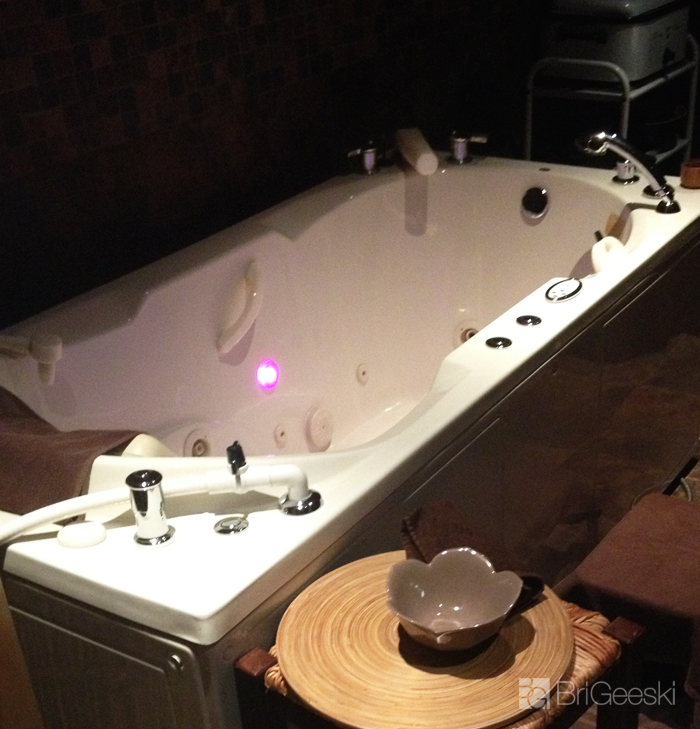 tub at Skinsational