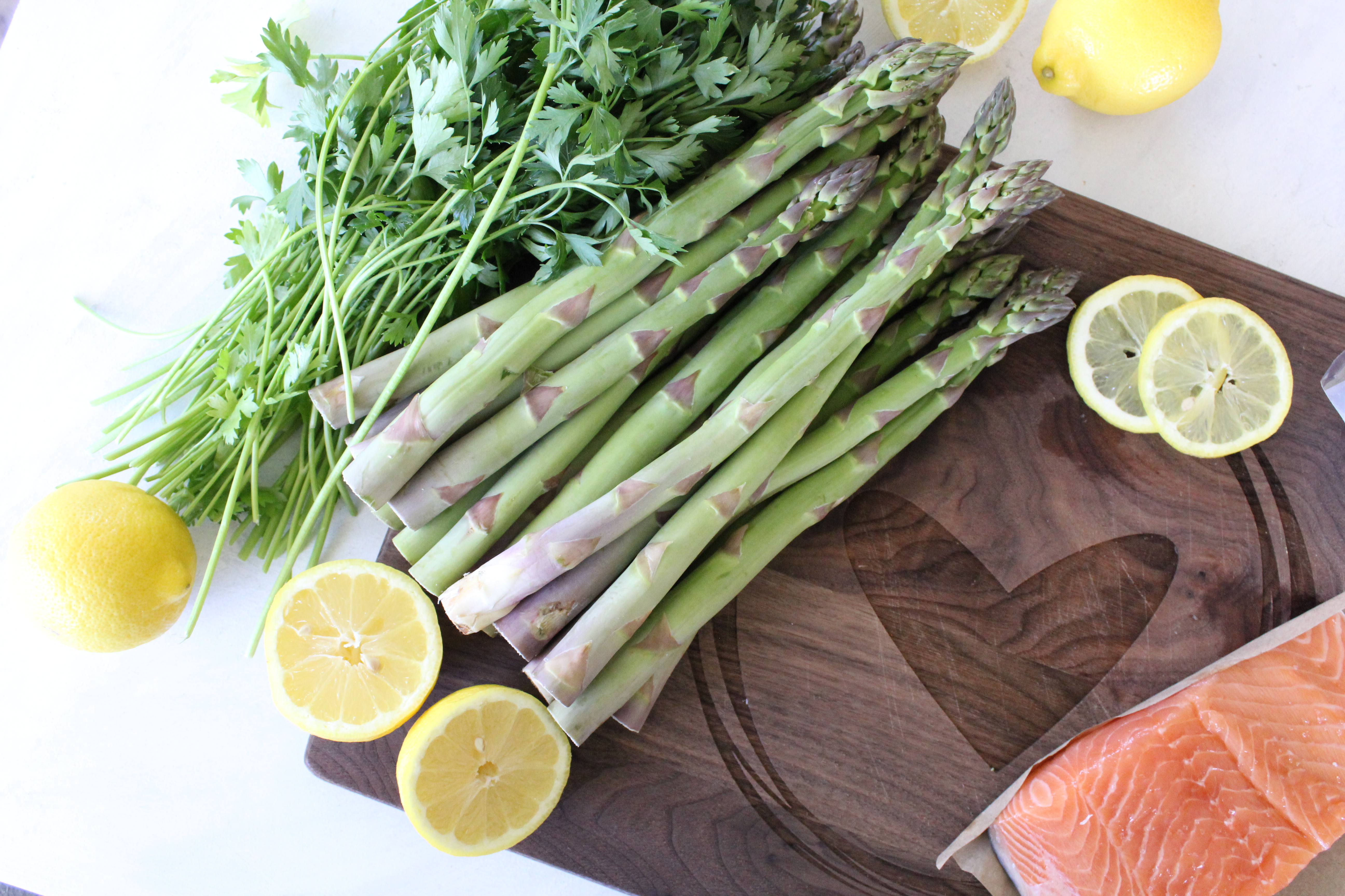 Easy ingredients for salmon and asparagus